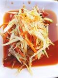 Sluit omhoog de hoogste salade of Som van de meningspapaja tam in Thais straatvoedsel stock foto's
