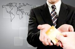 Sluit omhoog de machine van de Betaling tijdens het gebruiken van Creditcard van douane Stock Foto's