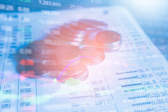 Sluit omhoog de stapel van geldmuntstukken stock afbeelding