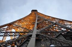 Sluit omhoog de Toren van Eiffel 's nachts van Parijs in Frankrijk Stock Fotografie