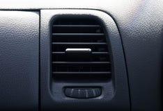 Sluit omhoog de uitgangsstroom van de airconditioner ockpit auto royalty-vrije stock afbeeldingen