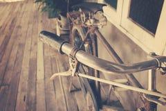 Sluit omhoog de wijnoogst van het fietshandvat stock afbeelding
