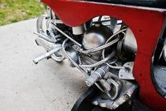 Sluit omhoog details van met de hand gemaakte motormotor bij motorfiets Royalty-vrije Stock Fotografie