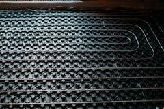 Sluit omhoog details van vloer het verwarmen, details onder de vloer van industriële het verwarmen installatie stock afbeeldingen