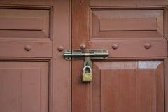Sluit omhoog deur bij de Oude Bouw in Chinees-Portugese stijl Stock Afbeeldingen