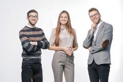 Sluit omhoog een groep succesvolle jongeren stock foto's