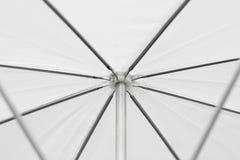 Sluit omhoog een witte paraplu voor achtergrond Royalty-vrije Stock Afbeelding
