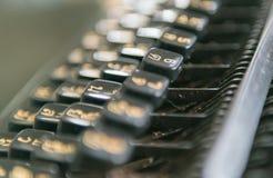 Sluit omhoog foto van antieke schrijfmachinesleutels, concentreer me op sleutel 6 Royalty-vrije Stock Fotografie