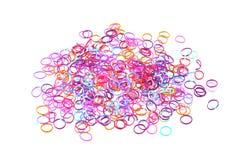 Sluit omhoog foto van elastiekjes worden gebruikt om juwelen te maken die Royalty-vrije Stock Fotografie