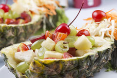 Sluit omhoog fruitsalade stock afbeeldingen