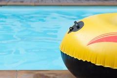 Sluit omhoog gele opblaasbare boot Royalty-vrije Stock Afbeeldingen