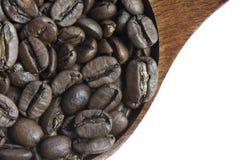 Sluit omhoog Geroosterde Koffieboon op Witte Achtergrond Royalty-vrije Stock Afbeelding