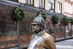 Sluit omhoog geschoten van beroemd politieagentstandbeeld, stadssymbool van Boedapest royalty-vrije stock foto