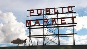 Sluit omhoog geschoten van het marktteken op snoekenplaats in Seattle stock video