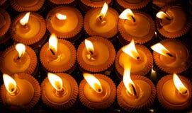 Sluit omhoog geschoten van Thaise gestileerde kaarsen genoemd Pangpratis of Pangpratheep werd aangestoken en tijdens Loy Krathong royalty-vrije stock afbeelding