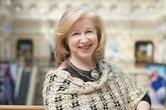 Sluit omhoog gezichtsportret van een mooie hogere vrouw Royalty-vrije Stock Fotografie