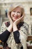 Sluit omhoog gezichtsportret van een mooie hogere vrouw Stock Foto's