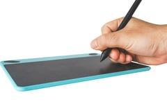 Sluit omhoog Hand op pen en muisstootkussen Royalty-vrije Stock Afbeelding