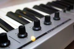 Sluit omhoog het Controlemechanisme van MIDI Stock Foto's