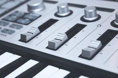 Sluit omhoog het Controlemechanisme van MIDI Stock Afbeelding