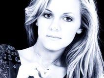 Sluit omhoog het Meisje van de Tiener in Blauwe Tonen Royalty-vrije Stock Afbeeldingen