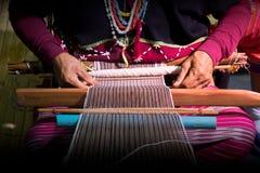 Sluit omhoog het Met de hand gemaakte weven van de Karen-stam royalty-vrije stock foto's