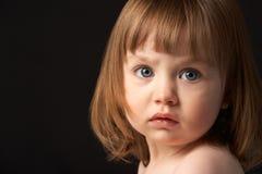 Sluit omhoog het Portret van de Studio van Droevig Jong Meisje Royalty-vrije Stock Fotografie