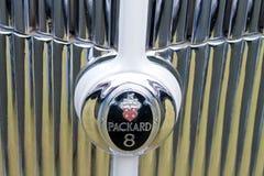Sluit omhoog het uitstekende Amerikaanse detail van het auto` s modieuze vooreind Stock Fotografie