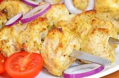 Sluit omhoog kip kebab Stock Afbeeldingen