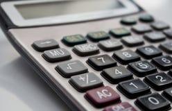 Sluit omhoog knoopcalculator, calculator op lijst stock foto