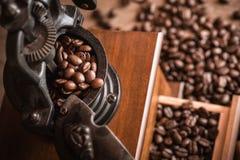 Sluit omhoog koffiebonen, koffiemolen Royalty-vrije Stock Afbeelding