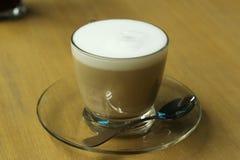 Sluit omhoog; kop van cappuccino Stock Afbeelding