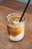 Sluit omhoog Koude koffiedrank met ijs Stock Afbeelding