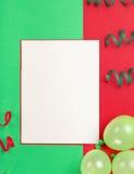 Sluit omhoog lege kaart met ballons en wimpel Royalty-vrije Stock Afbeelding