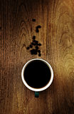Sluit omhoog luchtmening van een kop van sterke schuimende espresso Stock Afbeelding