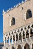Sluit omhoog mening bij het Paleis van de Doge in Venetië royalty-vrije stock foto