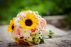 Sluit omhoog mening van een huwelijksboeket royalty-vrije stock afbeeldingen