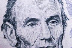 Sluit omhoog meningsportret van Abraham Lincoln op vijf dollarrekening Achtergrond van het geld 5 dollarrekening met Abraham Linc stock afbeeldingen