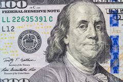 Sluit omhoog met honderd dollarrekening stock foto