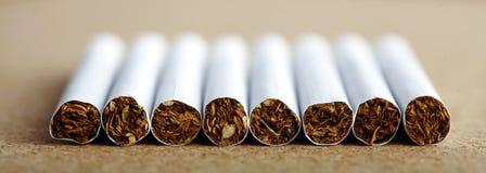 Lijn van sigaretten stock foto