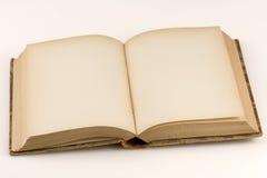 Sluit omhoog ontsproten van een open antiek boek Stock Foto's