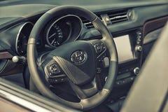 Sluit omhoog op de cockpit en het wiel van Toyota Royalty-vrije Stock Afbeeldingen