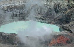 Sluit omhoog op de Krater van de Vulkaan Poas Royalty-vrije Stock Afbeelding