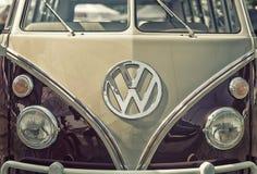 Sluit omhoog op het de oude uitstekende auto en embleem van Volkswagen Royalty-vrije Stock Afbeeldingen