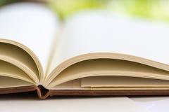Sluit omhoog op open boekpagina's Royalty-vrije Stock Fotografie