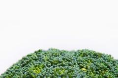 Sluit omhoog op Verse broccoli solated op een witte achtergrond Stock Afbeelding
