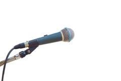 Sluit omhoog oude die microfoon op wit wordt geïsoleerd Gespaard met het knippen van p royalty-vrije stock foto's