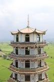 Sluit omhoog pagode in Wat Tham Khao Noi, Kanchanaburi, Thailand Stock Foto's