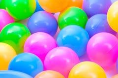 Sluit omhoog plastic ballen Stock Foto's