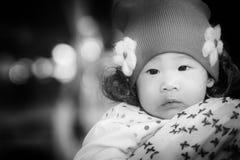 Sluit omhoog portret van aanbiddelijk Thais babymeisje Royalty-vrije Stock Afbeelding